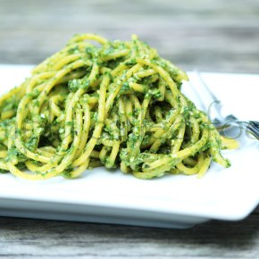 Kale and basilpesto