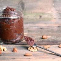 Chocolate nut spread